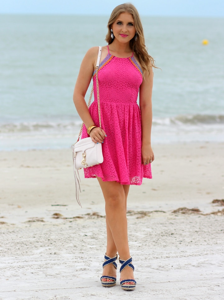 ashley-brooke-nicholas-#targetstyle-beach-outfit