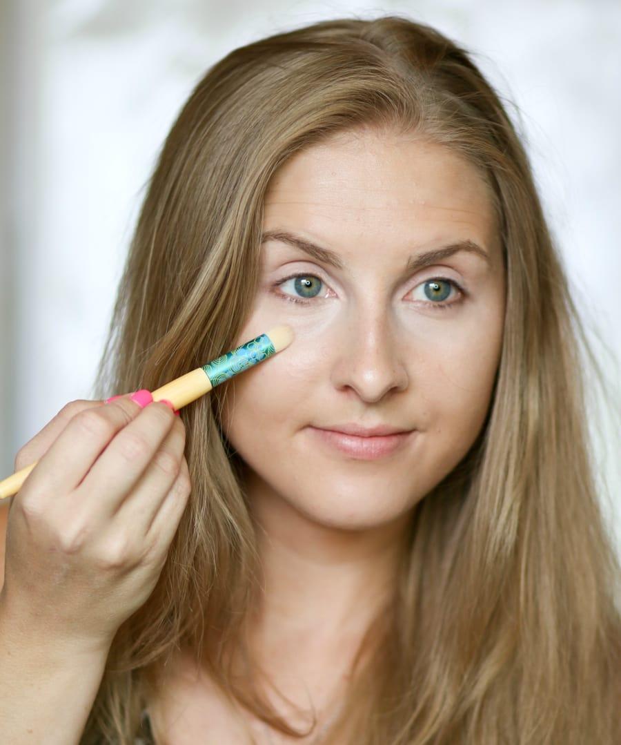 no-makeup-makeup-back-to-school-tutorial-ashley-brooke-2