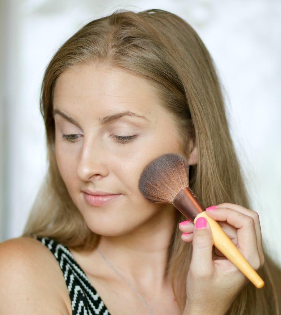 no-makeup-makeup-back-to-school-tutorial-ashley-brooke-3