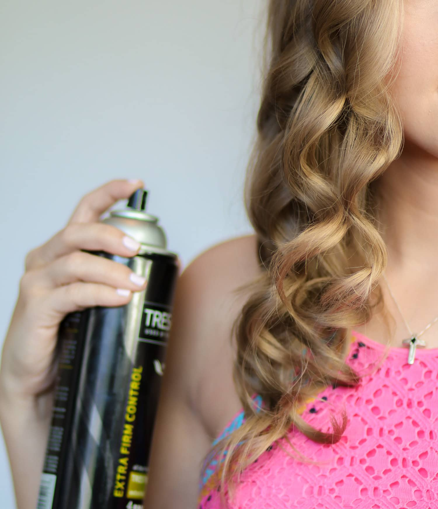 Beachy mermaid curls tutorial by beauty blogger Ashley Brooke from ashleybrookenicholas.com!