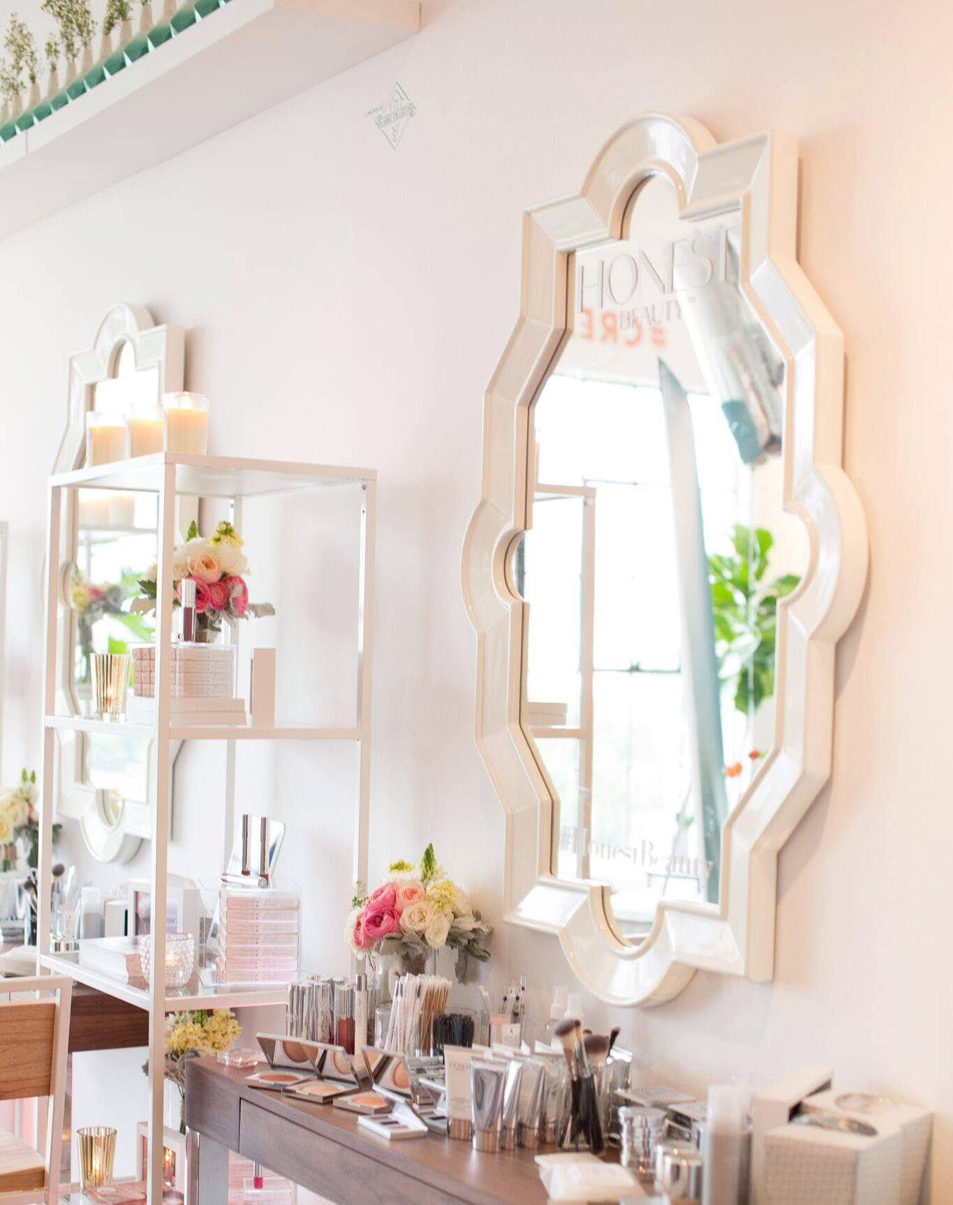 Honest Beauty display at Create + Cultivate Los Angeles 2016| Click through to read a full onference recap + review | Beauty and Style Blogger Ashley Brooke Nicholas
