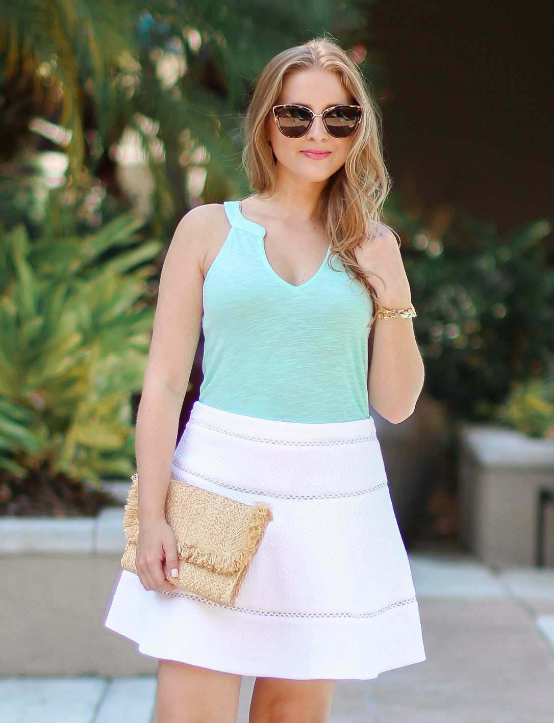 lilly-pulitzer-arya-gold-pineapple-sandals-quay-my-girl-sunglasses-banana-republic-white-skirt-ashley-brooke-3109