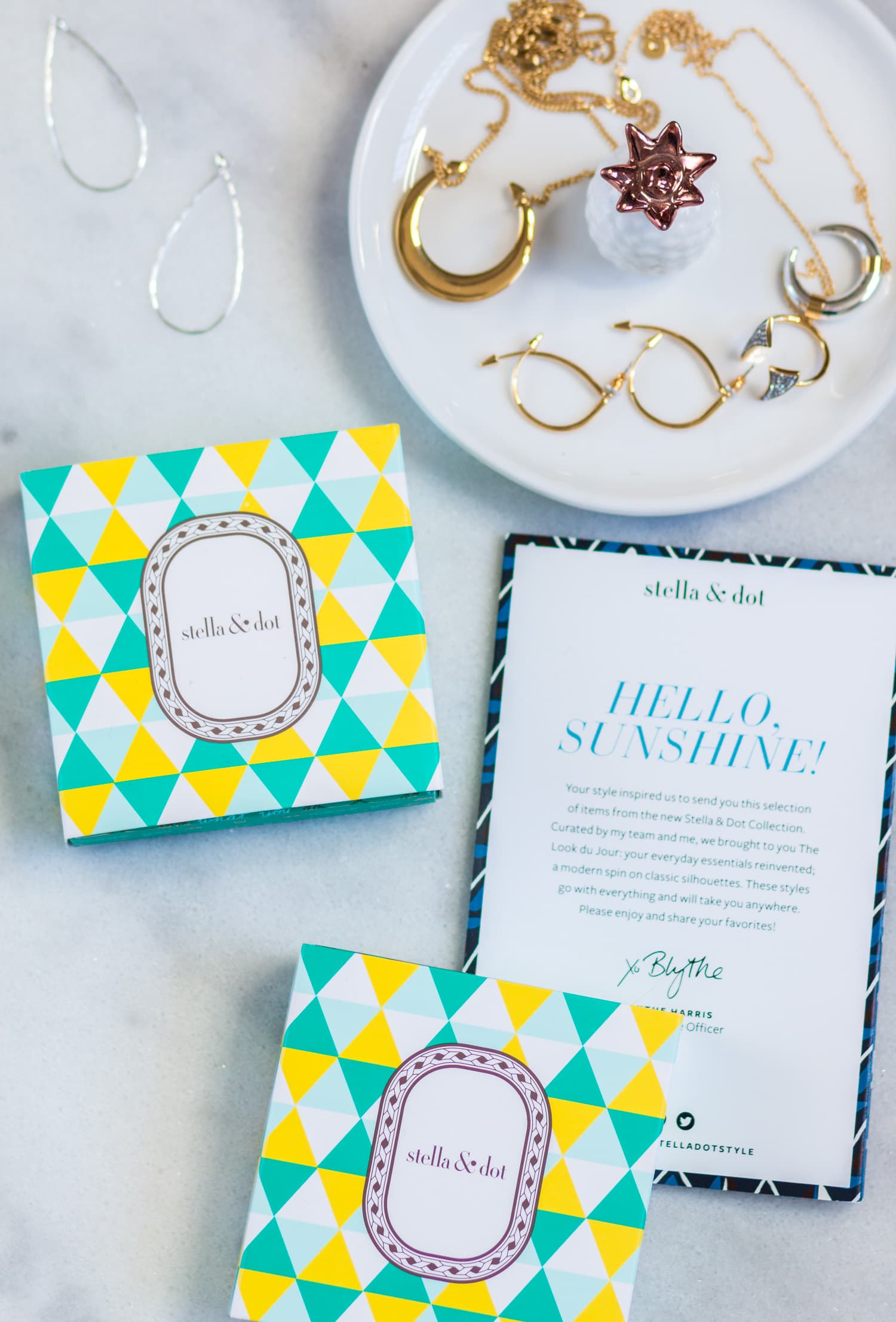 See how blogger Ashley Brooke Nicholas styles the Stella & Dot fall collection + read a full review of the newly released Stella & Dot jewelry and handbags.
