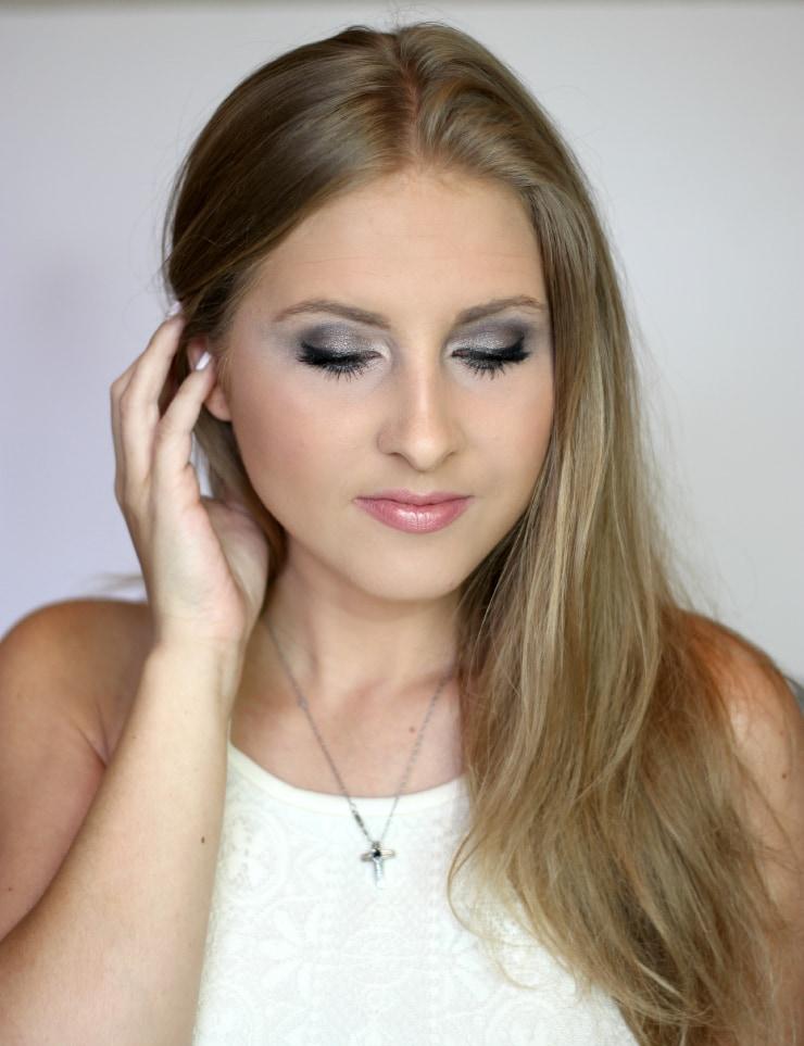 Urban Decay Smoky palette smoky eye shadow tutorial by beauty blogger Ashley Brooke Nicholas
