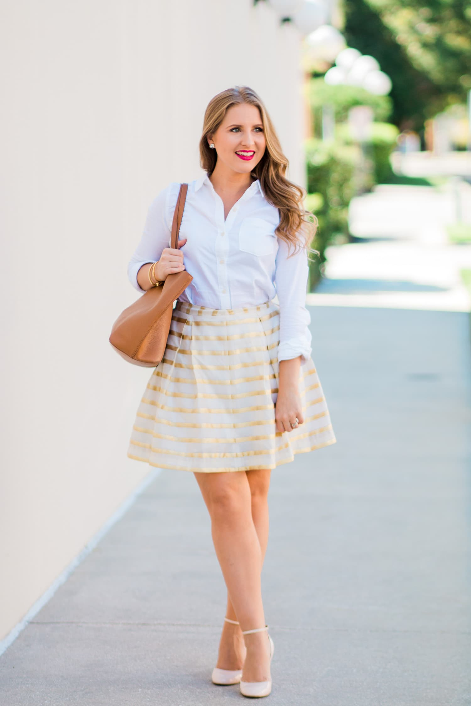 60ef3c58dcd A preppy outfit idea featuring Lilly Pulitzer Kylie skirt in gold and white  stripes