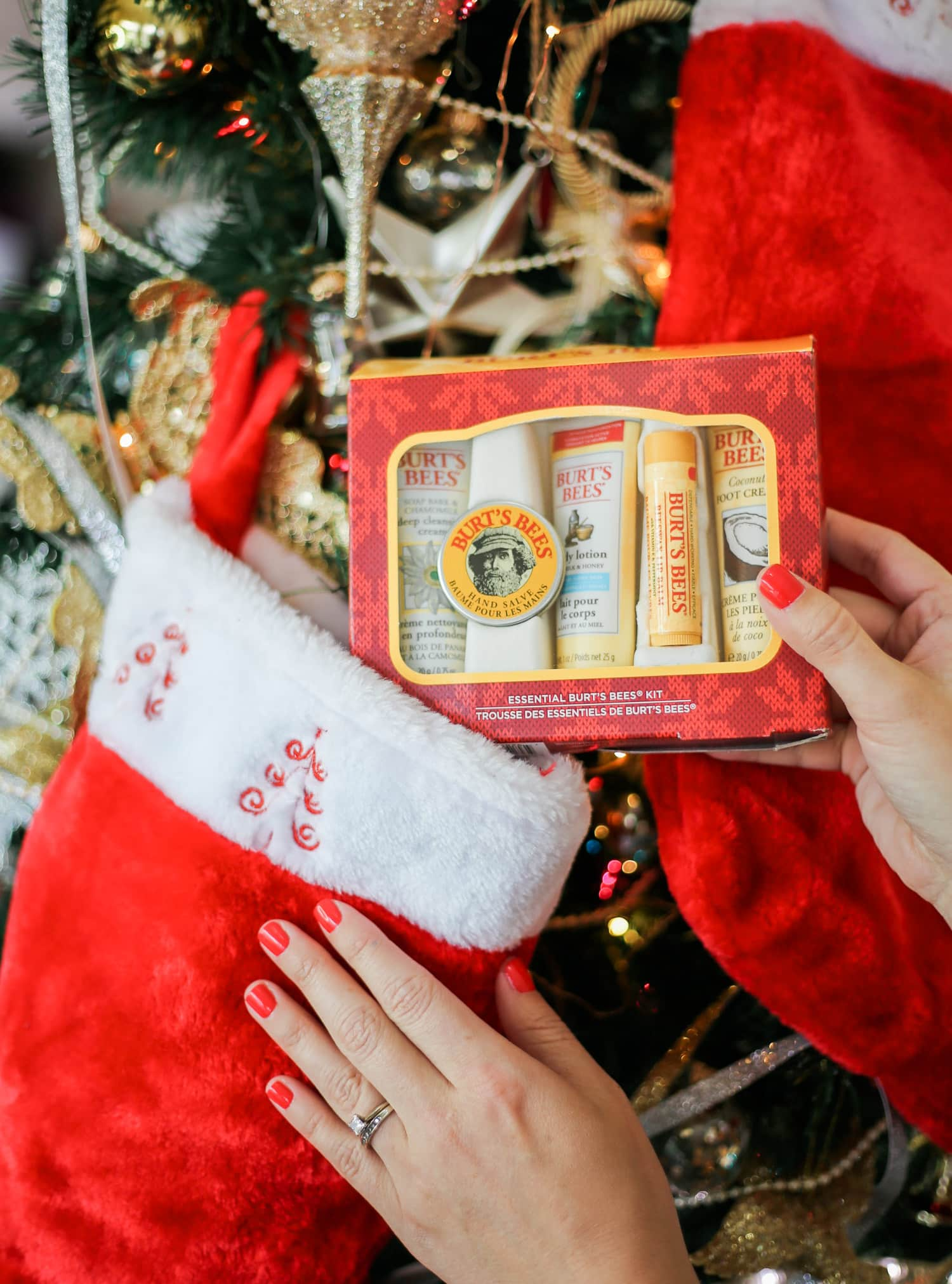 affordable-christmas-gift-ideas-under-10-burts-bees-essentials-kit-3182