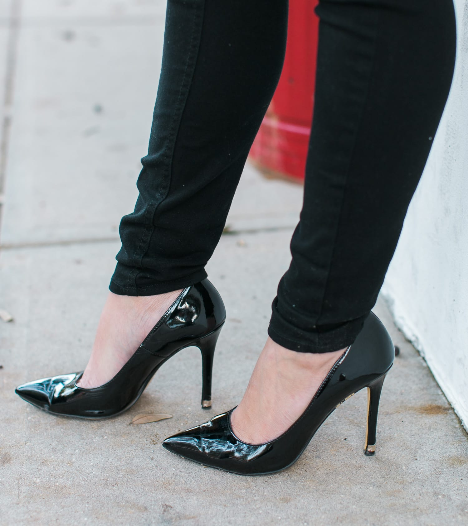 black-pointy-toe-patent-leather-pumps-051