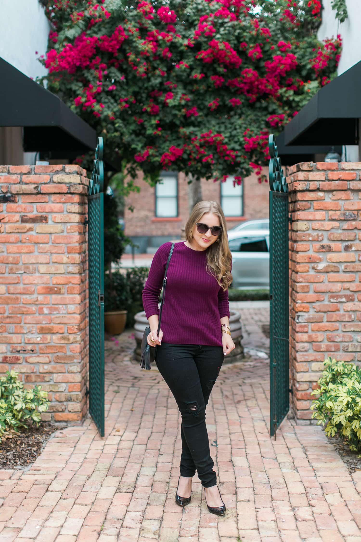 black-ripped-jeans-retro-round-sunglasses-burgundy-cashmere-sweater-black-pointy-toe-pumps-tassel-handbag-004