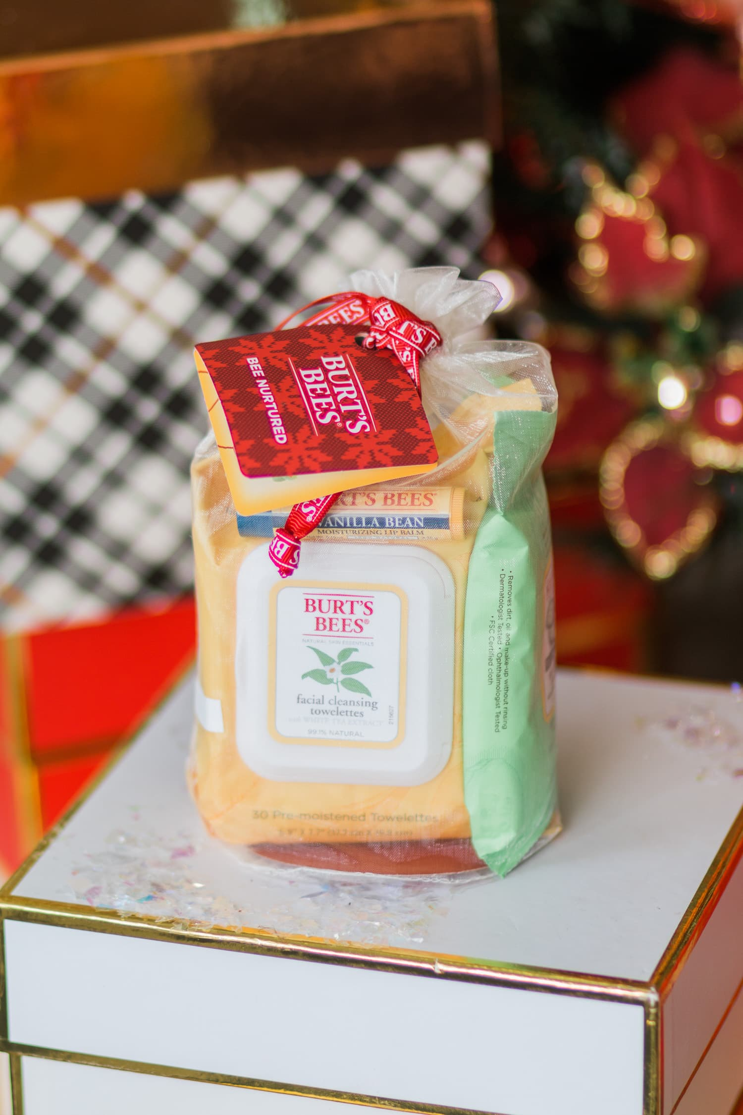 burts-bees-bee-natured-gift-set-christmas-gift-ideas-for-women-9825