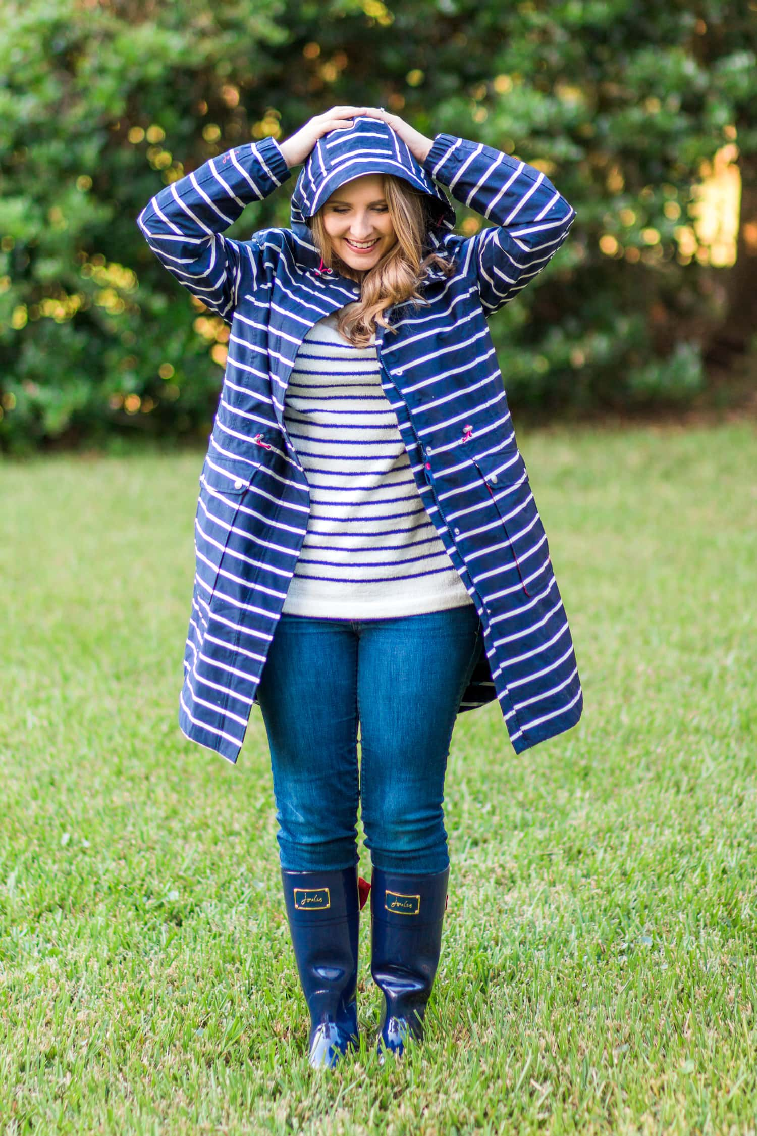 joules-rainboots-bow-striped-raincoat-striped-cozy-sweater-jeans-6541
