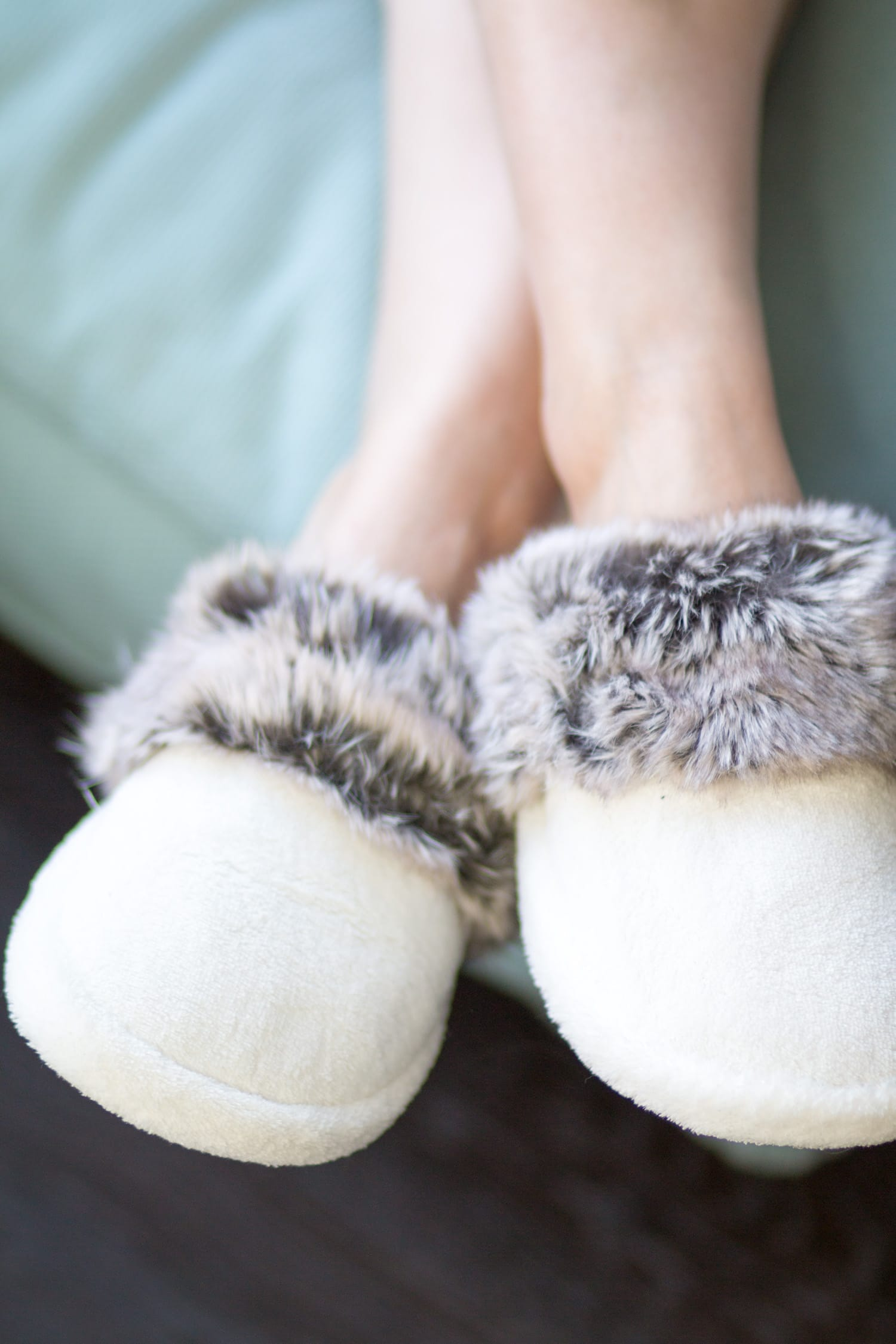 pottery-barn-faux-fur-slippers-5275