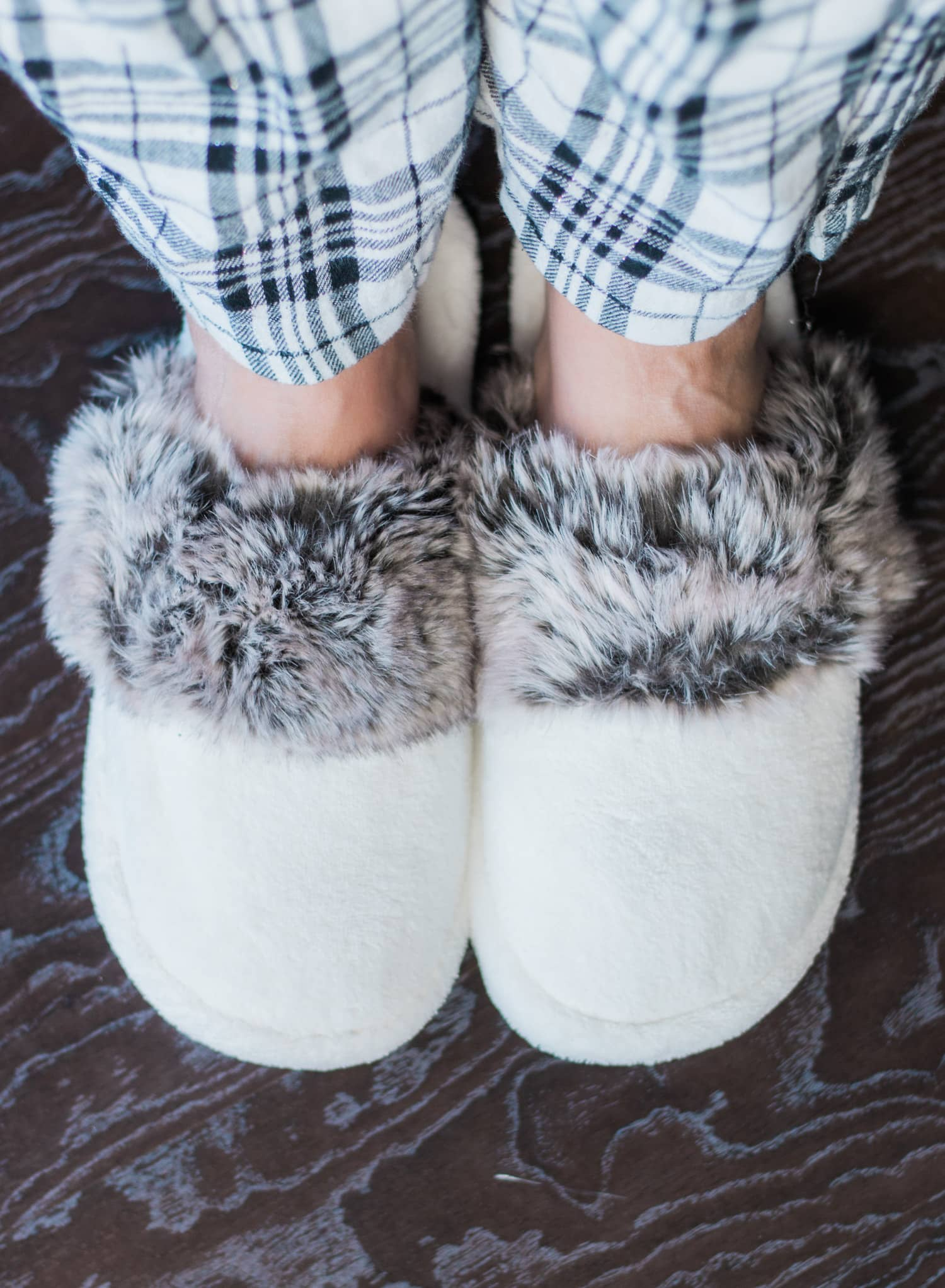 pottery-barn-faux-fur-slippers-6714