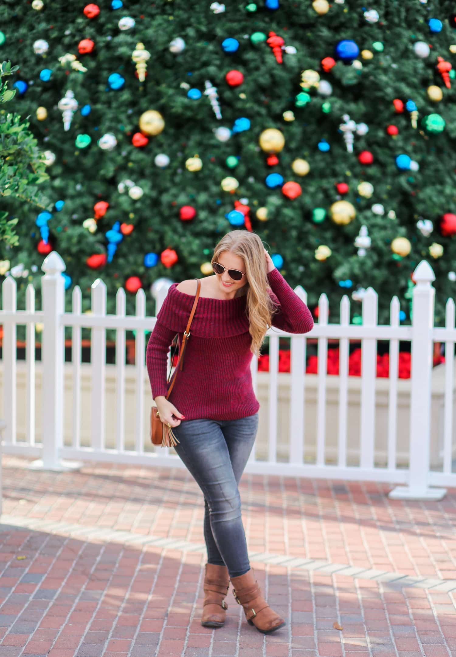 casual-winter-outfit-off-the-shoulder-sweater-gray-jeggins-moto-boots-foster-grant-rose-gold-aviator-sunglasses-7651-2