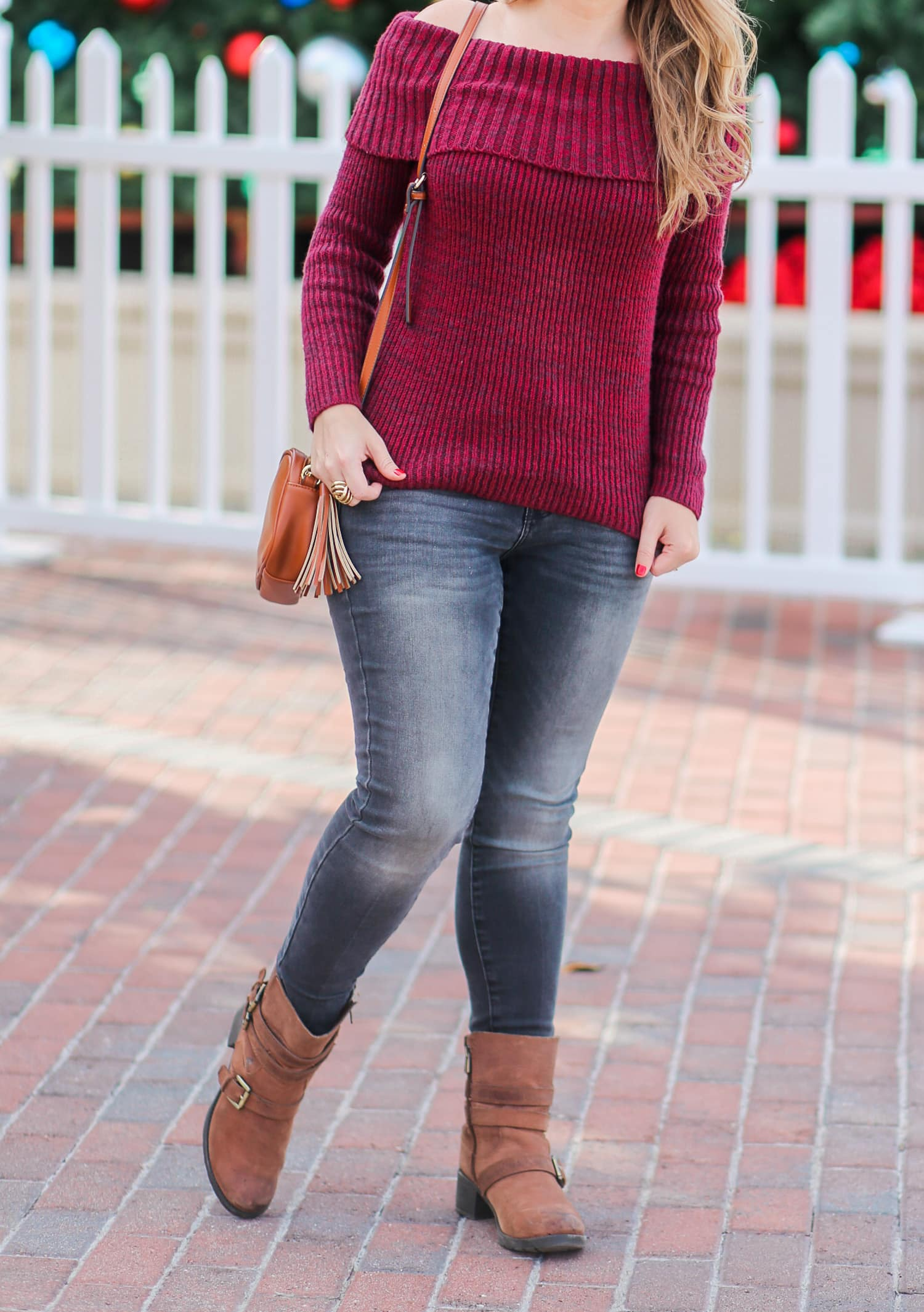 casual-winter-outfit-off-the-shoulder-sweater-gray-jeggins-moto-boots-foster-grant-rose-gold-aviator-sunglasses-7674-2