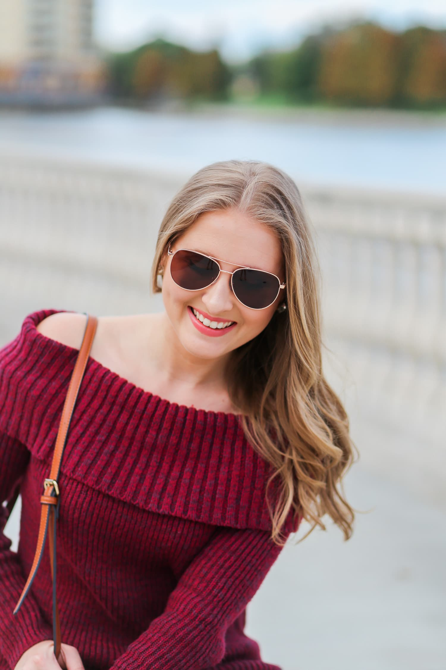 casual-winter-outfit-off-the-shoulder-sweater-gray-jeggins-moto-boots-foster-grant-rose-gold-aviator-sunglasses-7725-3