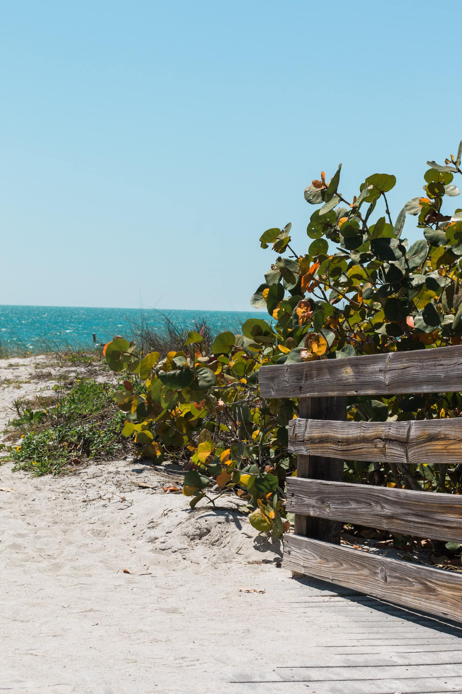 Beach day at Lido Beach | How to plan an adventurous weekend getaway in Longboat Key, Florida including a day of boating! #LoveFL sponsored by @visitflorida | Florida travel tips, beach vacation, vacation ideas, vacation goals, travel blogger Ashley Brooke Nicholas, Florida travel guide, Longboat Key travel guide, Sarasota travel guide, beautiful beaches, boating, affordable travel, US travel, summer vacation, spring break ideas