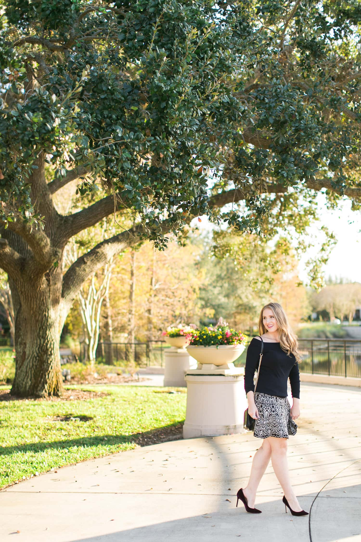 The parks in Baldwin Park in Orlando are so beautiful! Planning a trip to Orlando? I've rounded up the top 10 things to do in Orlando, Florida, that are guaranteed to make your trip a success. Whether you're moving to Orlando or just headed in on vacation, you will LOVE this list of fun activities in Orlando by Florida travel blogger Ashley Brooke Nicholas #CORTatHome sponsored by CORT Furniture | affordable travel tips, orlando vacation tips, vacation tips