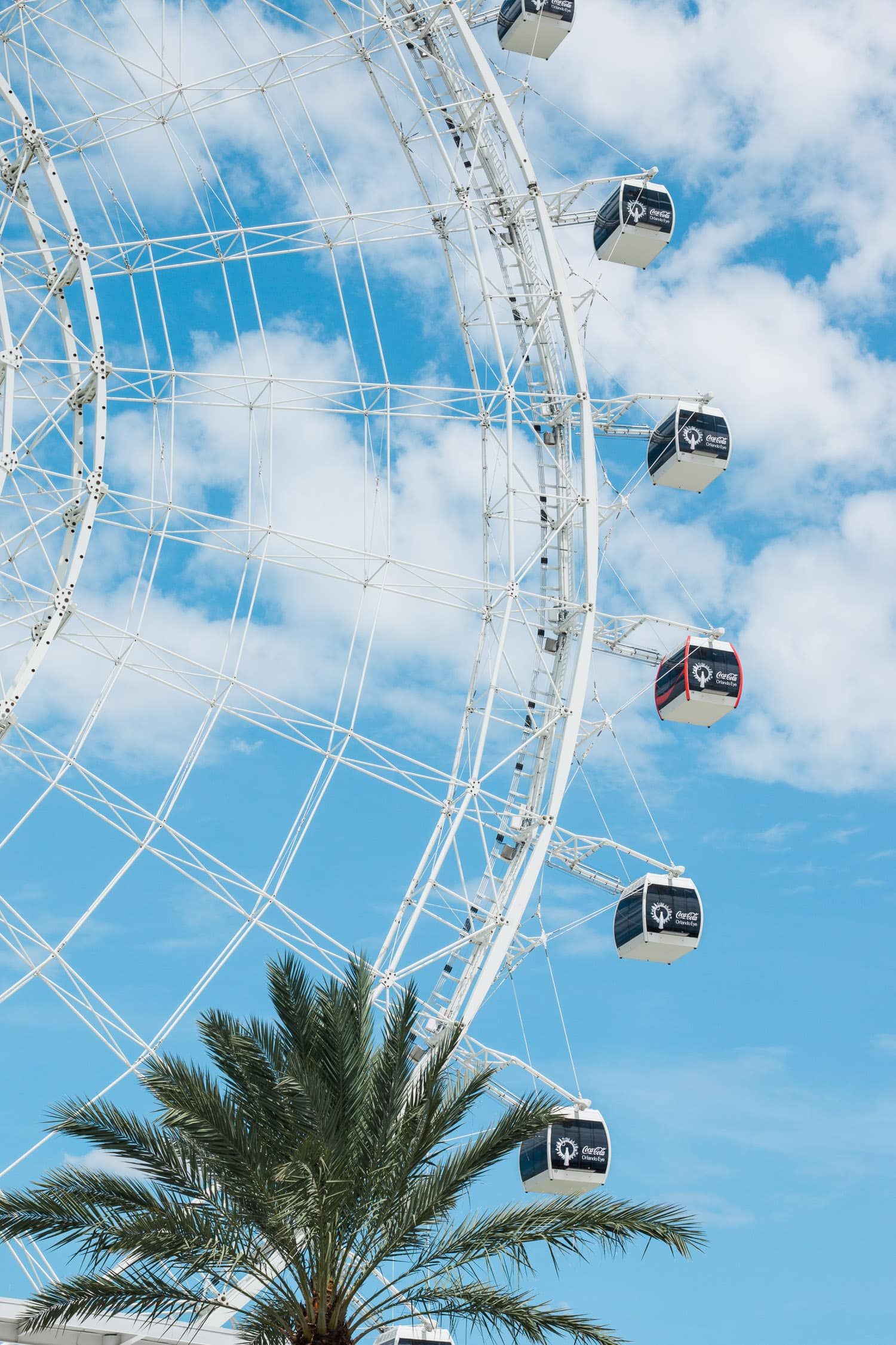 The Orlando Eye is a must-see during any trip to Orlando! Planning a trip to Orlando? I've rounded up the top 10 things to do in Orlando, Florida, that are guaranteed to make your trip a success. Whether you're moving to Orlando or just headed in on vacation, you will LOVE this list of fun activities in Orlando by Florida travel blogger Ashley Brooke Nicholas #CORTatHome sponsored by CORT Furniture | affordable travel tips, orlando vacation tips, vacation tips, florida travel, vacation goals