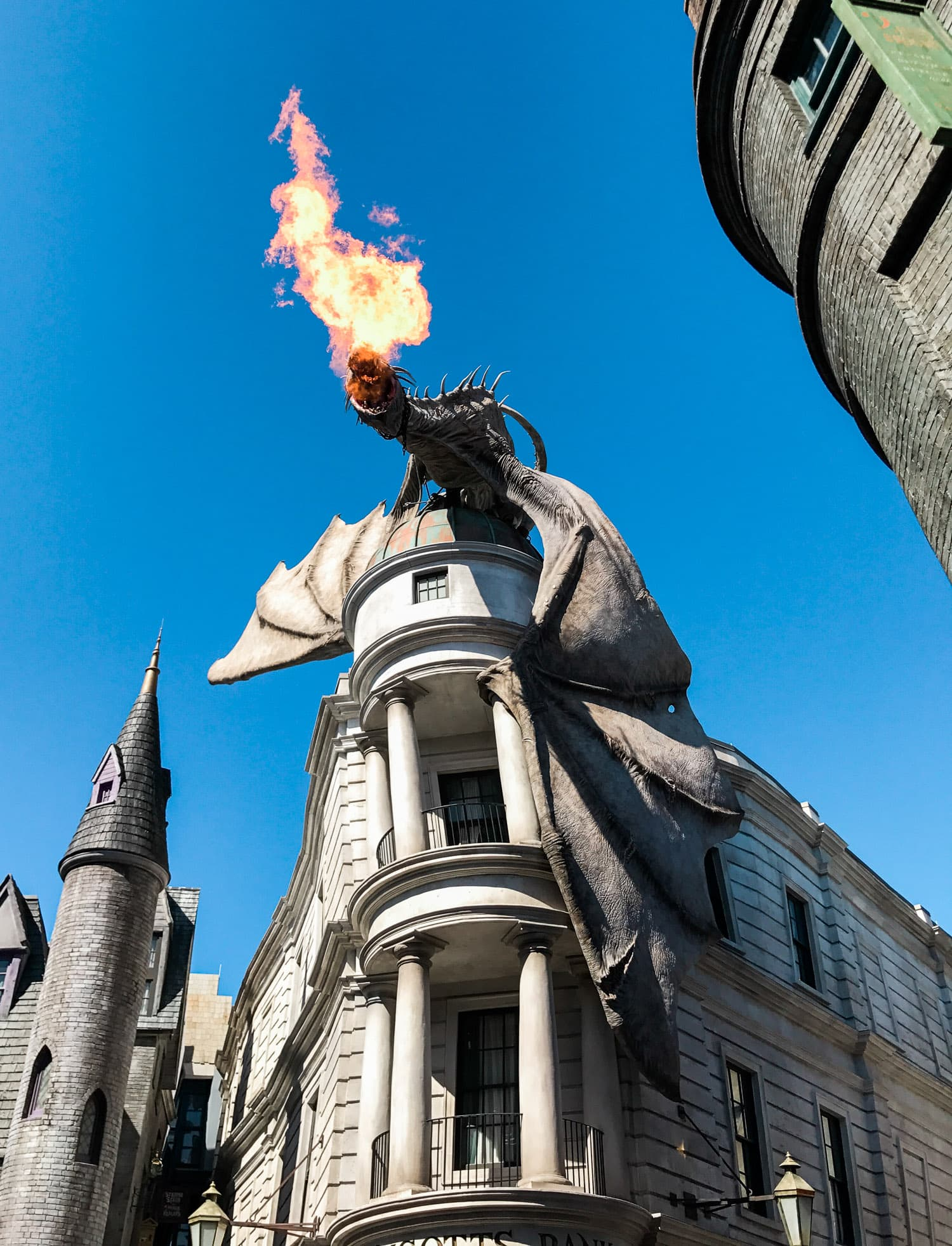 The Wizarding World of Harry Potter at Universal Orlando Islands of Adventure is just so magical! Planning a trip to Orlando? I've rounded up the top 10 things to do in Orlando, Florida, that are guaranteed to make your trip a success. Whether you're moving to Orlando or just headed in on vacation, you will LOVE this list of fun activities in Orlando by Florida travel blogger Ashley Brooke Nicholas #CORTatHome sponsored by CORT Furniture | affordable travel tips, orlando vacation tips, vacation
