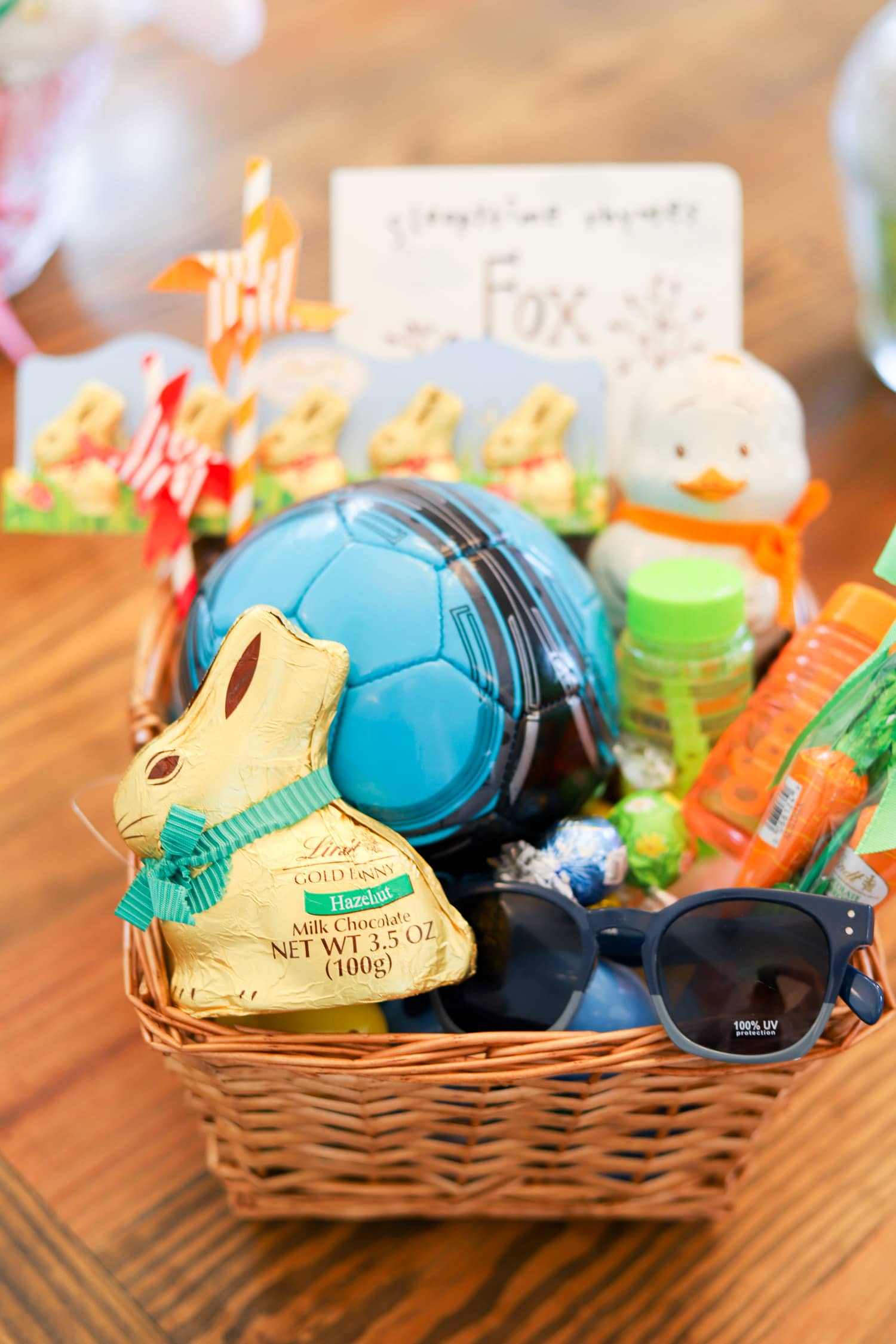 Cute easter basket ideas party favors ashley brooke nicholas cute easter party ideas lindt gold bunny easter negle Images