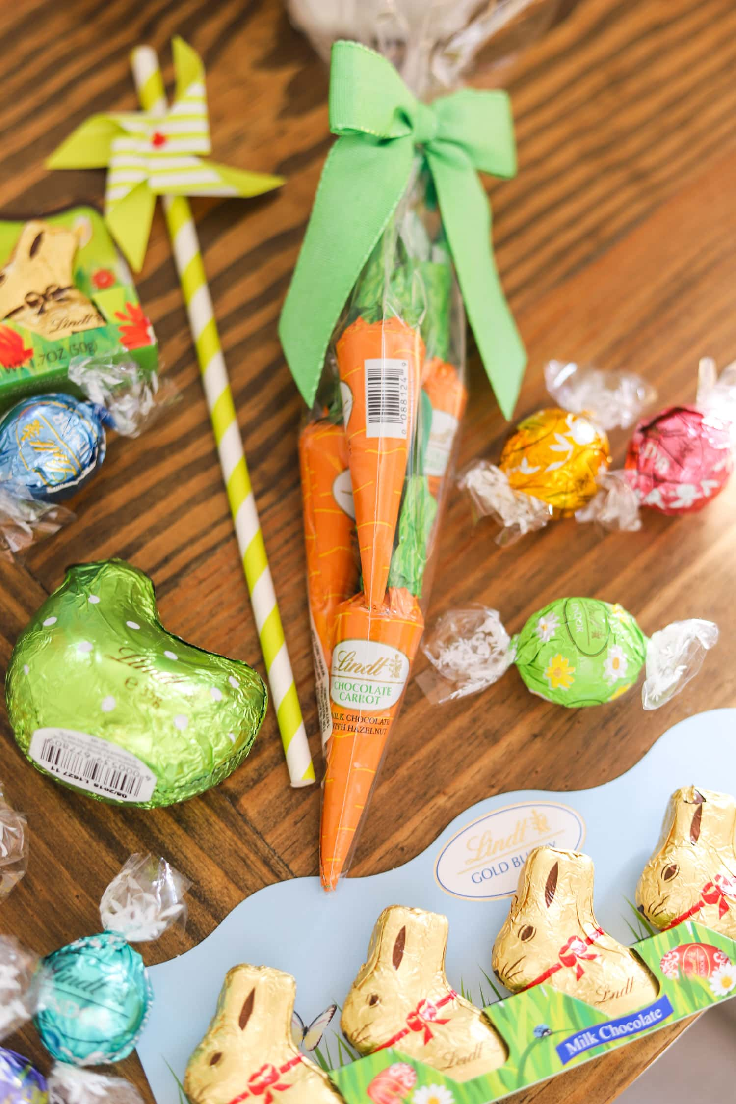 cute-easter-party-ideas-lindt-gold-bunny-easter-bags-easter-presents-lindt-chocolate-chocolate carrot