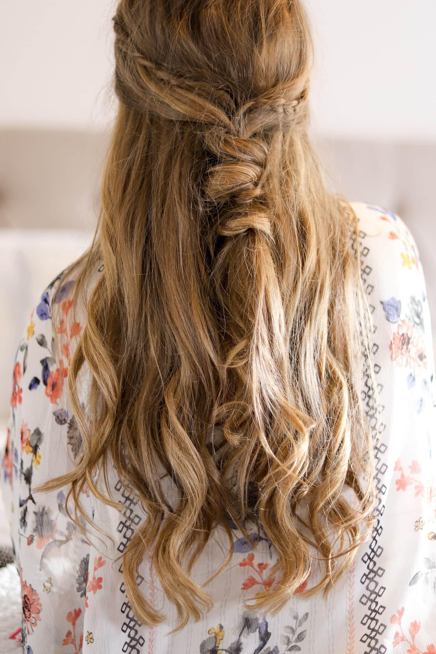 Smiling woman, beautiful easy boho hair tutorial, cute hair tutorial, dirty blonde hair, Ashley Brook Nicholas,