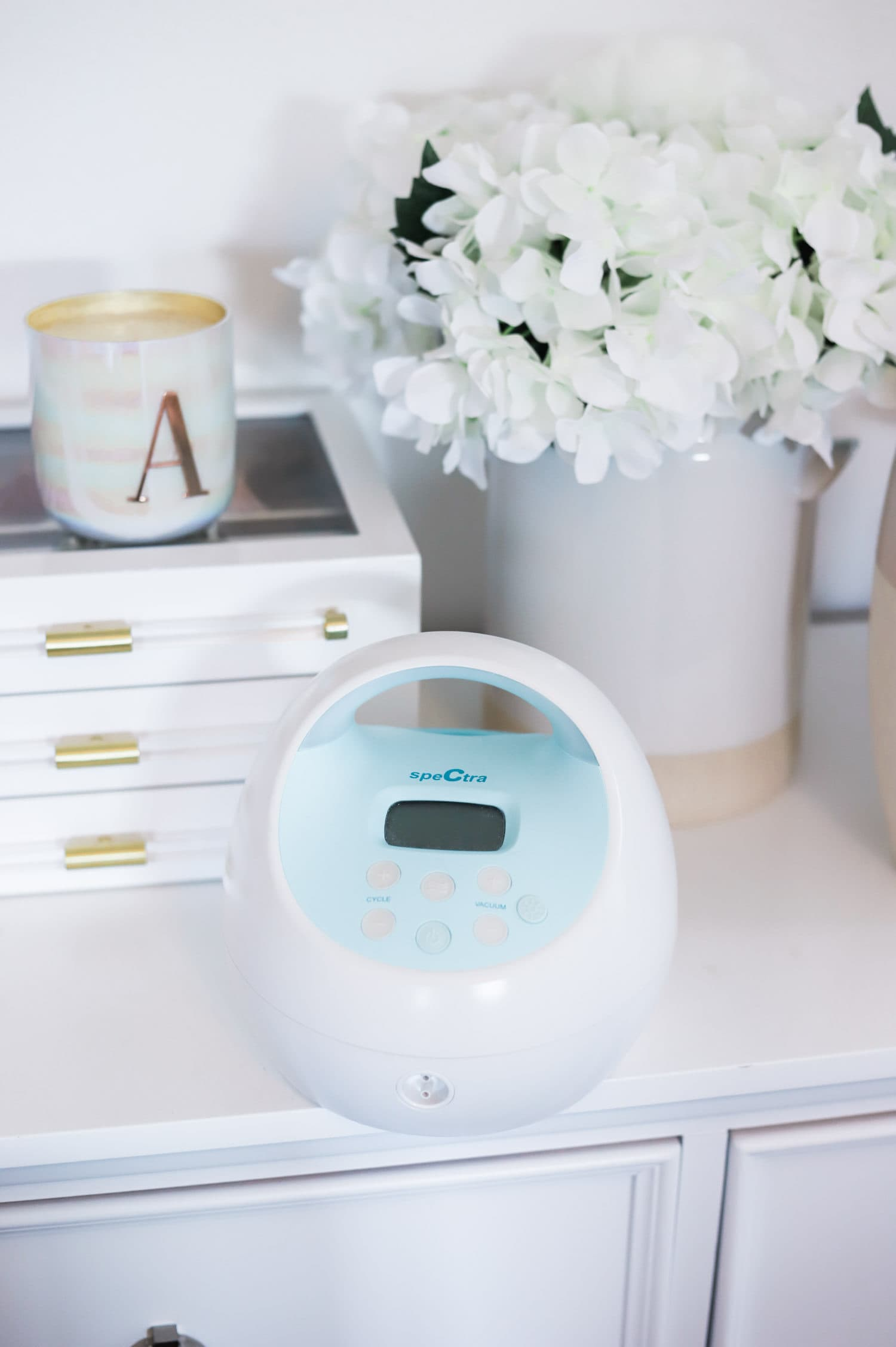 The baby registry must haves every new mom needs! All of the best baby products for newborn babies and postpartum moms - including the Spectra S1 breast pump  + why you should register at Buy Buy Baby!