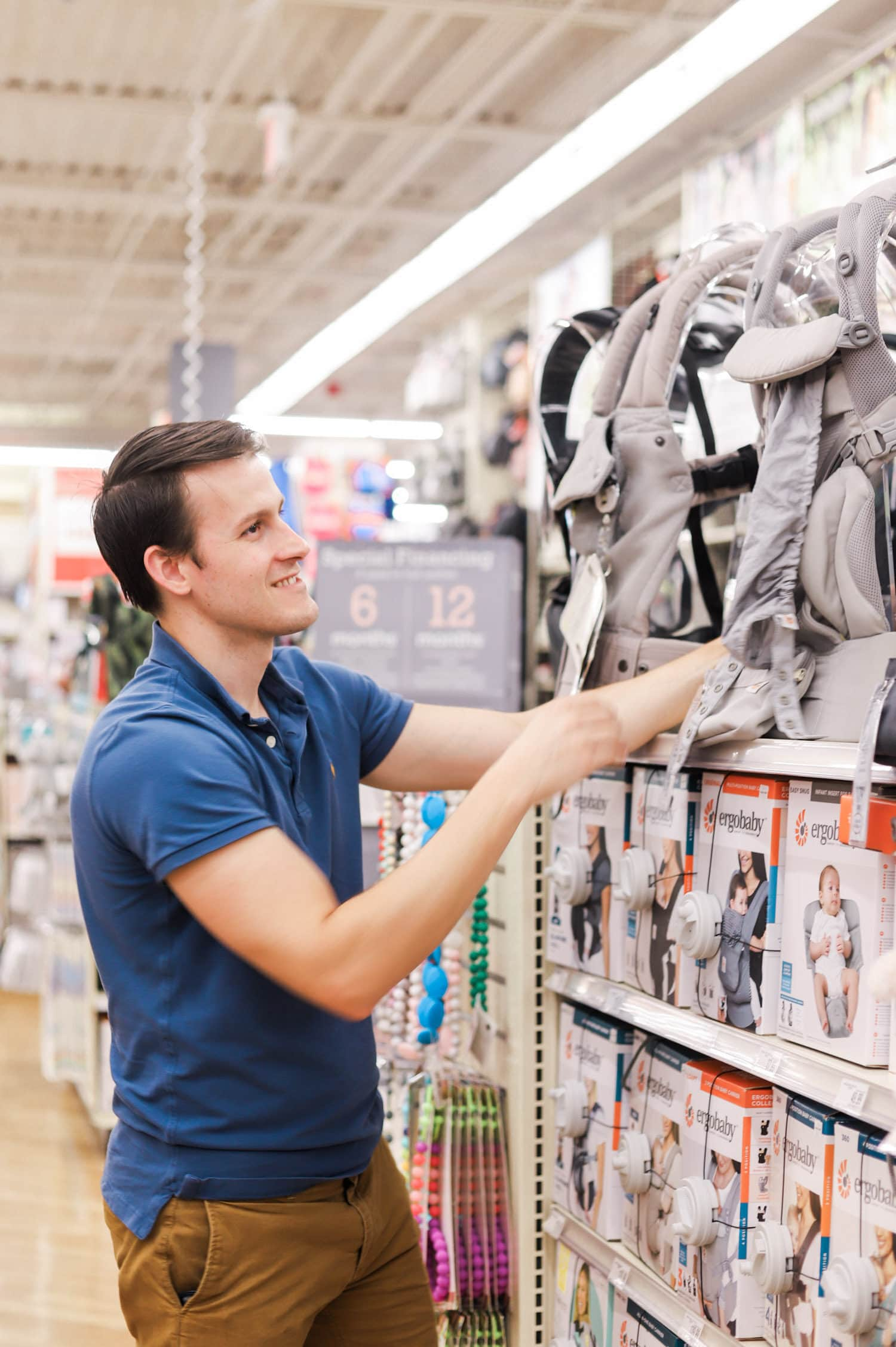 Why you need to bring mom and dad to the store to try out baby carriers! The baby registry must haves every new mom needs! All of the best baby products for newborn + why you should register at Buy Buy Baby!